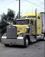 Truckstop in Massachusetts mit Kenworth-Truck, am 02.06.1999.
